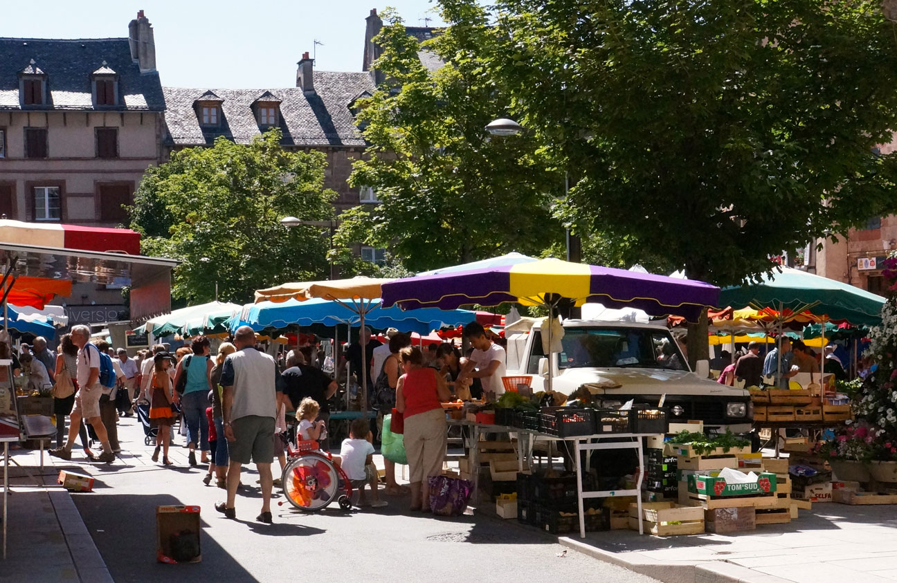 Market Day in Rodez looks like most French outdoor markets ...