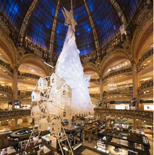 Christmas tree at Galeries Layfayette store in Paris